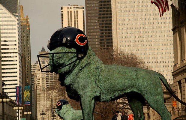 800px-Lion_Chicago_Bears_Helmet