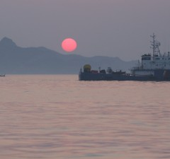 Night and Dawn Search for the Sewol ferry